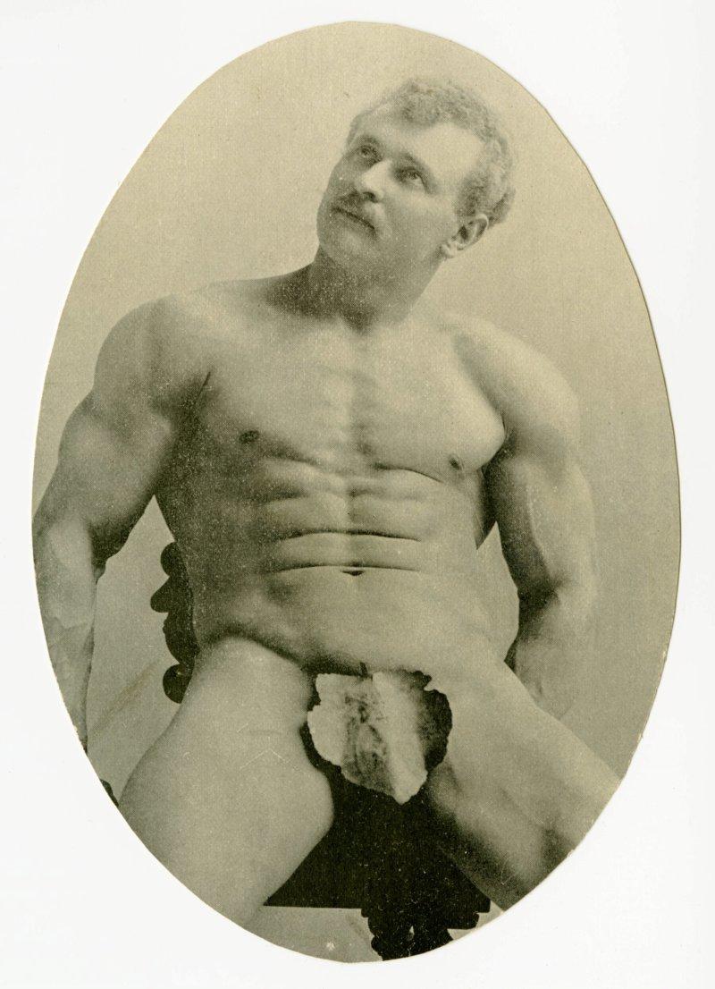 Sandow seated abdominals pose
