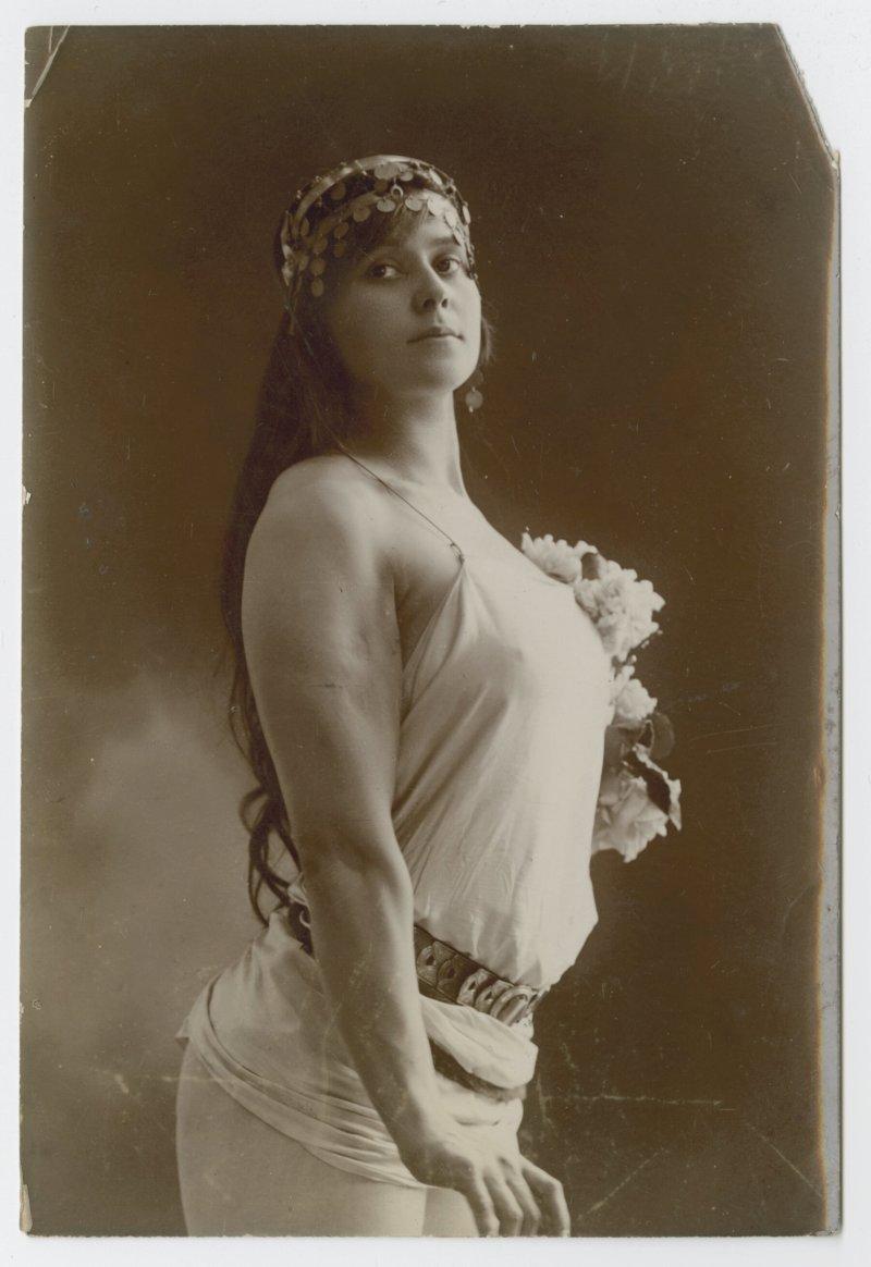 Vulcana portrait in stage dress