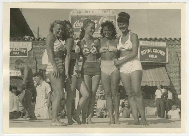 Pudgy, Kay Starkey, Frances, Dolly Walker and Marion Zinkin on a platform on the beach