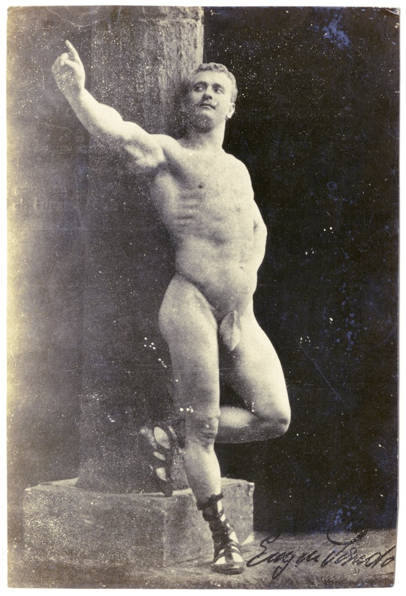 Sandow pillar pose