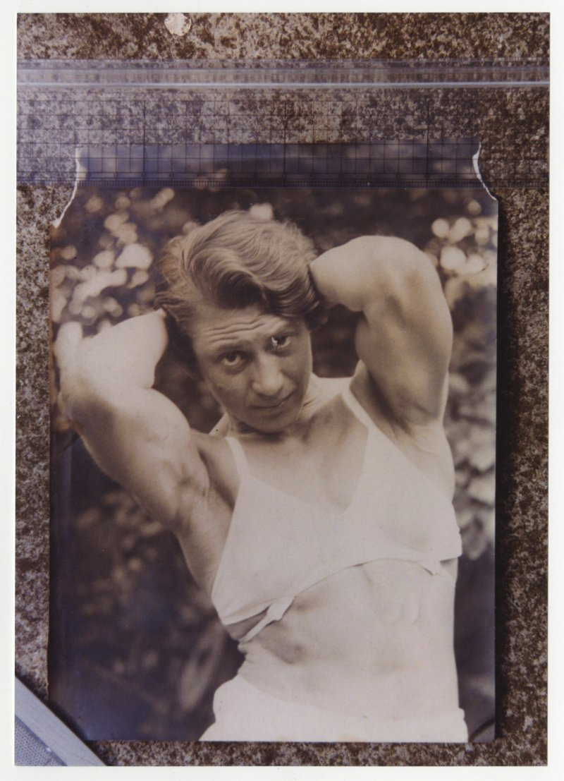 Ivy Russell abdominal pose